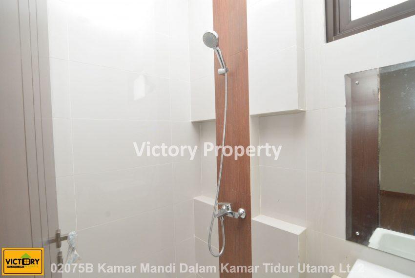 02075B Kamar Mandi Dalam Kamar Tidur Utama Lt. 2