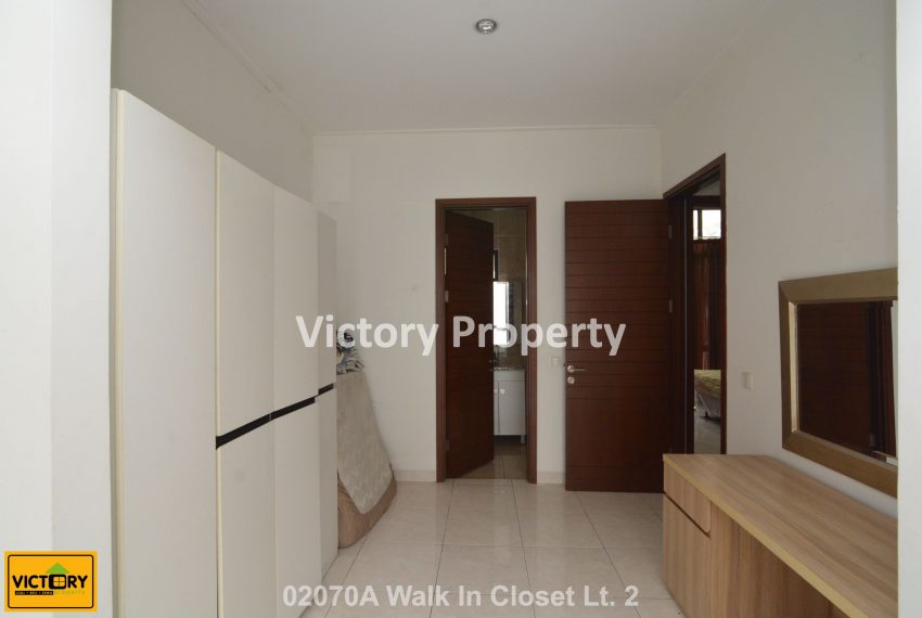 02070A Walk In Closet Lt. 2